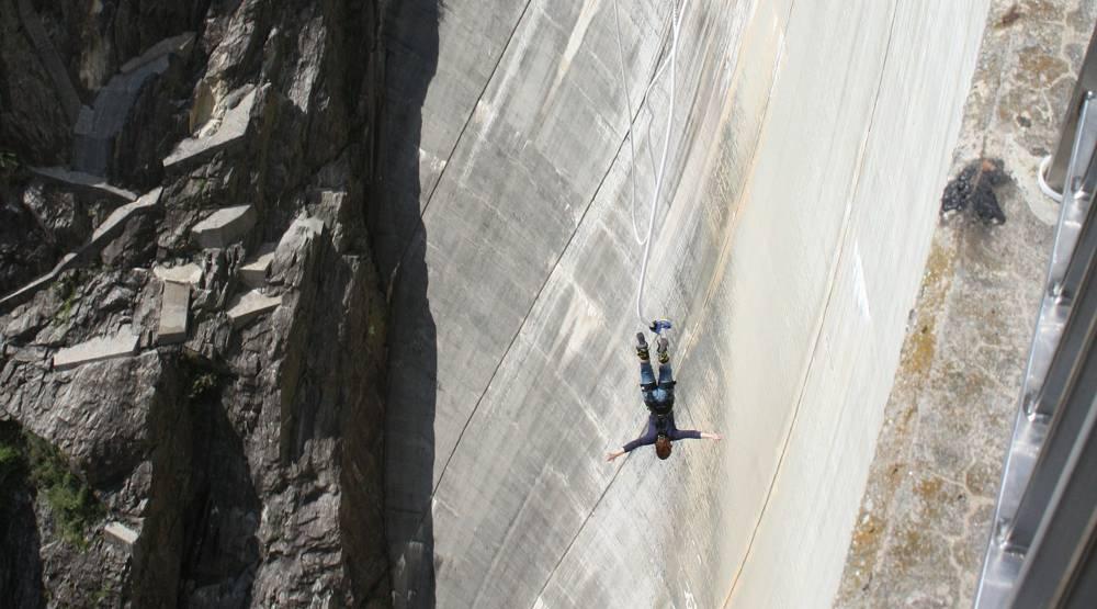bungee jumping Verzasca Dam Switzerland